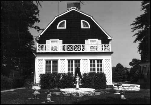 The haunted house amityville horror house an american for Amityville la maison du diable livre